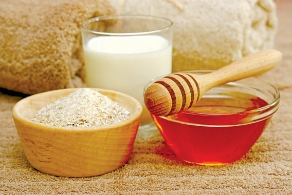 Sữa chua kết hợp bột yến mạch làm sạch da