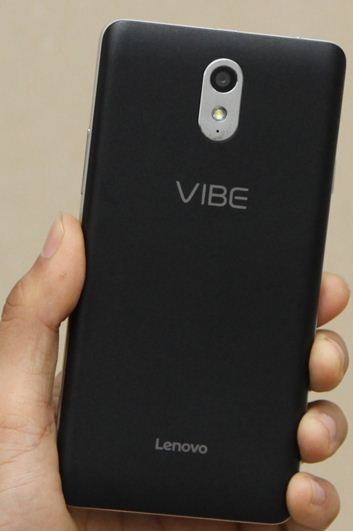 Đèn led thường thiết kế bên cạnh camera điện thoại