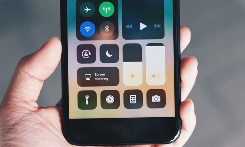 Hình ảnh 8BiDOWk của iOs 11 có cả tính năng kết nối Wifi không cần mật khẩu tại HieuMobile