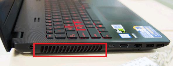 Khe tản nhiệt thường có ở bên hông của các loại laptop