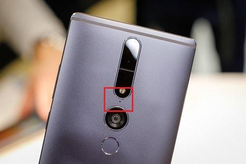Hình ảnh GHn1GaC của Phám khá về lỗ nhỏ luôn ở cạnh camera sau của mỗi điện thoại tại HieuMobile