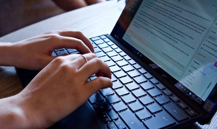 Hình ảnh TAj8X6t của Hướng dẫn bật bàn phím ảo trên máy tính laptop khi bị liệt nút bấm tại HieuMobile