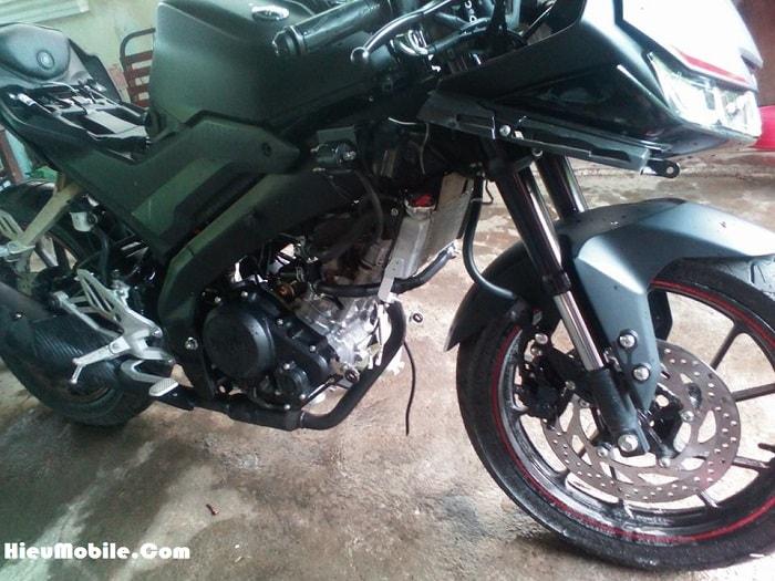 Được biết Yamaha R15 V3 là phiên bản 2017 của dòng xe moto thể thao R15 - thời điểm ra mắt cũng là lúc GSX 150 của nhà Suzuki được chính thức công bố giá bán tại Việt Nam