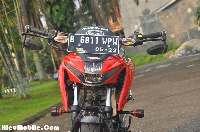 Ở Indonesia biển số được đặt ngay cả đằng trước đầu xe, nếu không quen nhìn chắc chắn nhiều bạn sẽ cảm thấy không ưa nổi - thật may cho Việt Nam mình không có luật này.