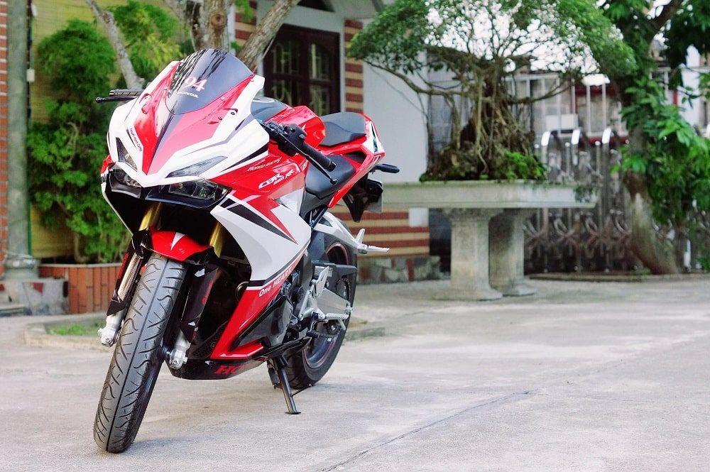 Hình ảnh optimized lssq 1000x665 của Cận cảnh Honda CBR 250RR 2018 tem trắng đỏ ấn tượng như Ducati tại HieuMobile