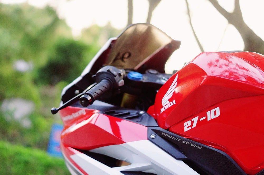 Hình ảnh optimized vl9j 1000x665 của Cận cảnh Honda CBR 250RR 2018 tem trắng đỏ ấn tượng như Ducati tại HieuMobile