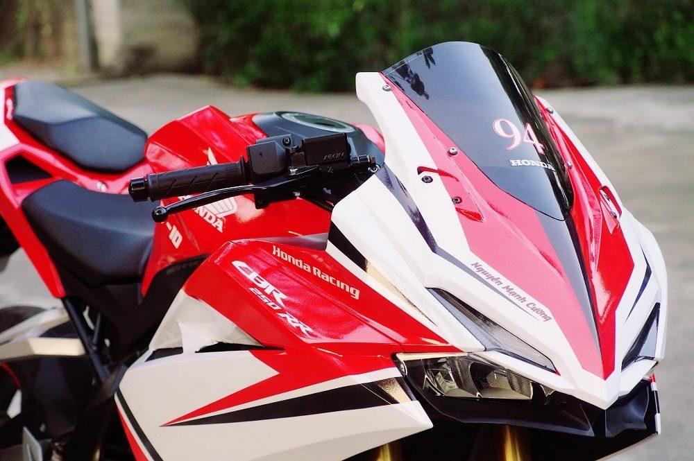 Hình ảnh optimized vtfb 1000x665 của Cận cảnh Honda CBR 250RR 2018 tem trắng đỏ ấn tượng như Ducati tại HieuMobile