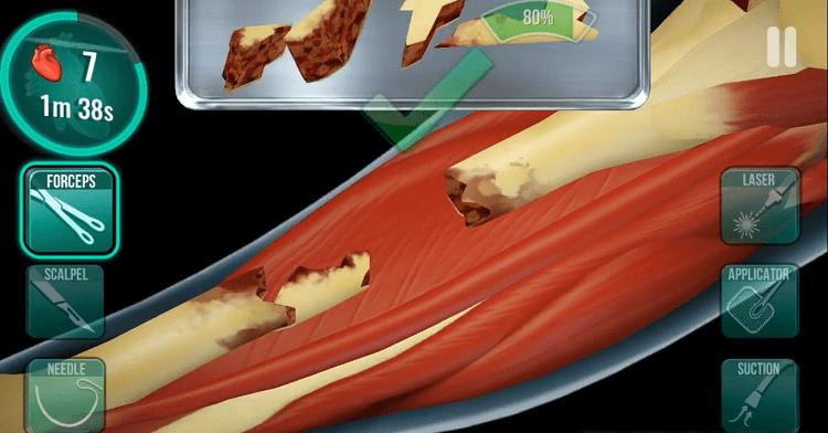 Một ca phẩu thuật vì bệnh nhân gãy xương chân cũng được mô phỏng rất chân thực