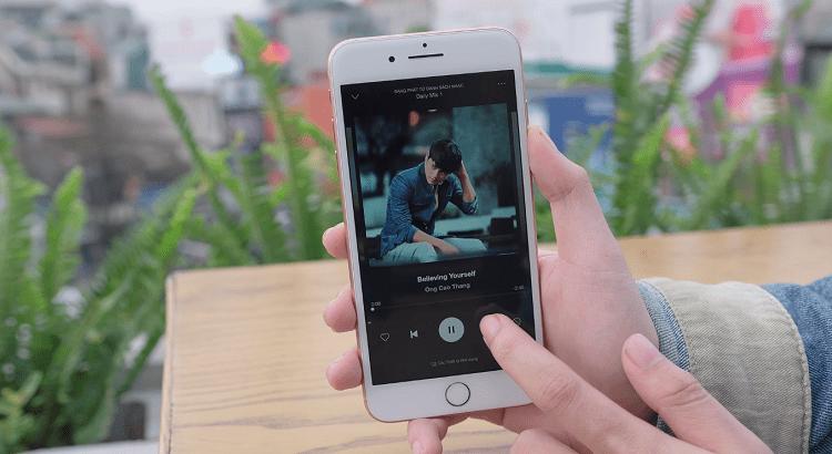 Nghe nhạc, xem phim trên điện thoại thật dễ dàng khi có những nhà cung cấp qua ứng dụng, web trực tuyến